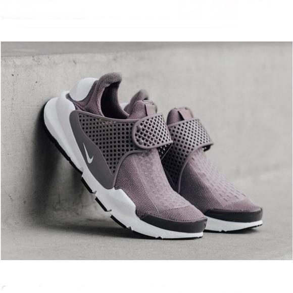 561a0e32d7d597 Nike Sock Dart Running Sneakers Lavender size 9. M 5adf6a2e3800c5627e483853